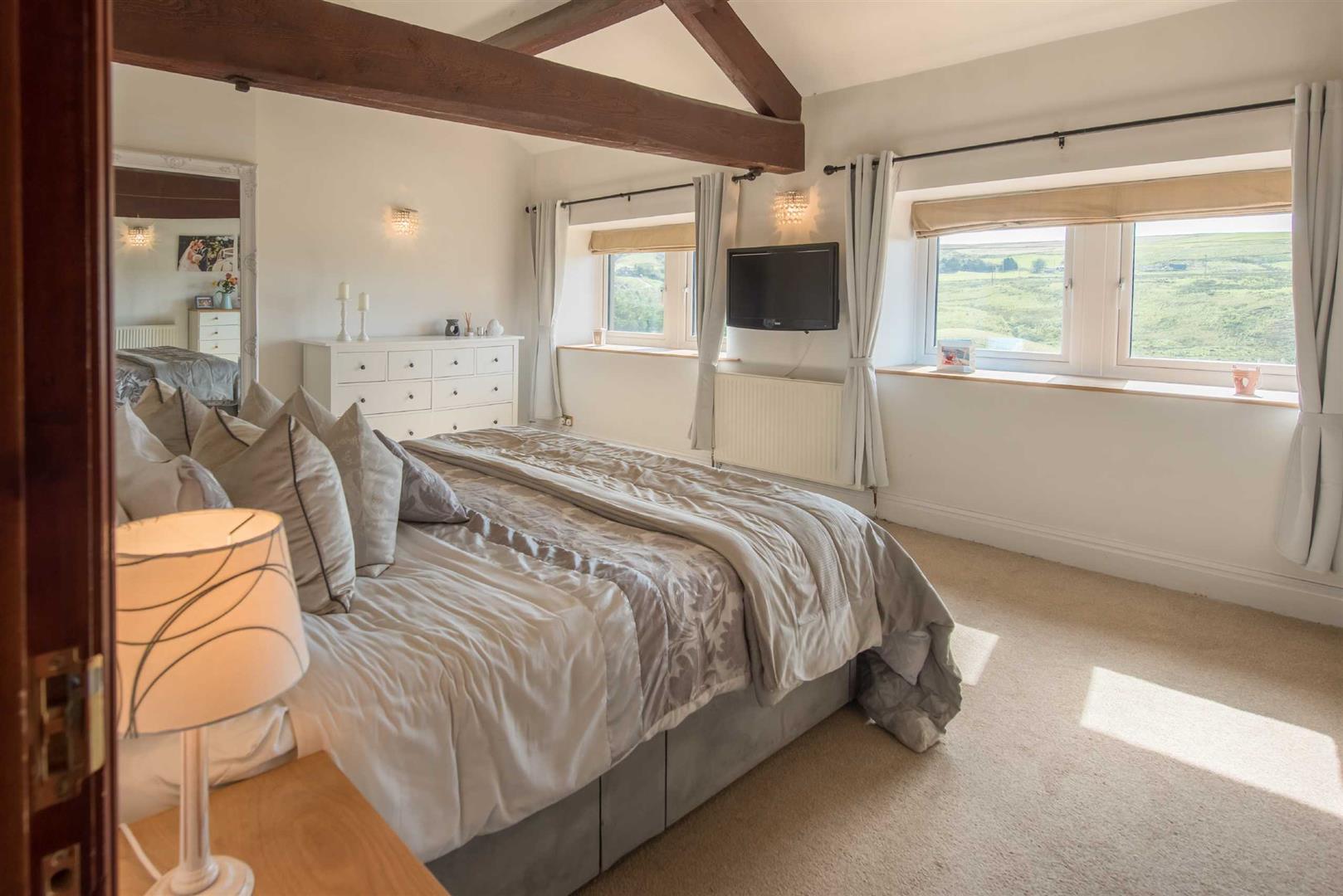 5 Bedroom Link Detached House For Sale - Image 13